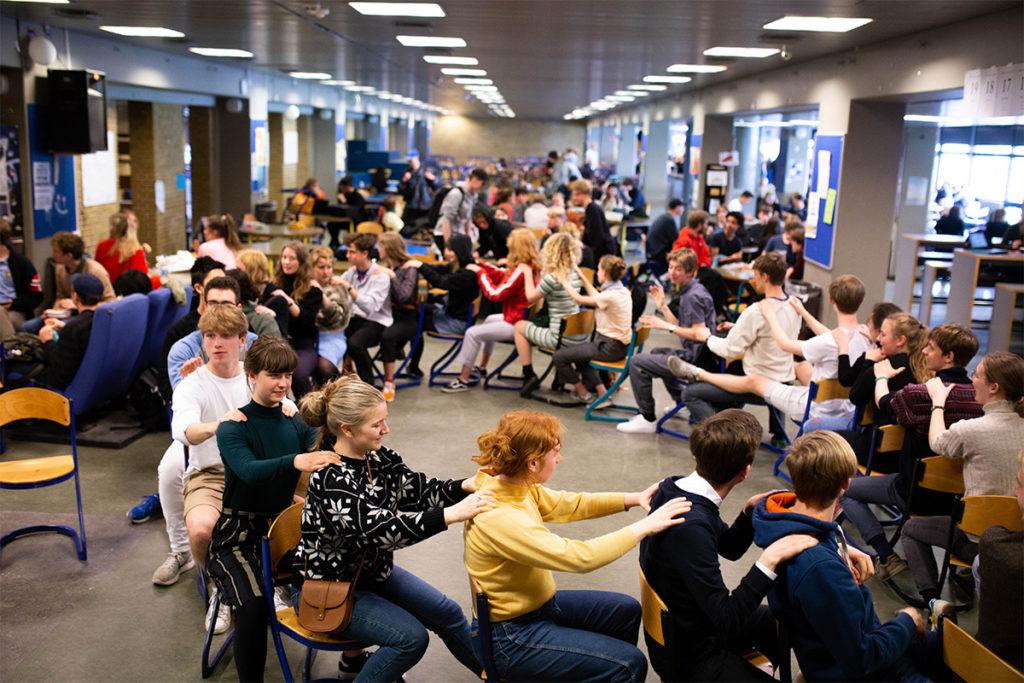 Overskudsuge med massagekæde på Sankt Annæ Gymnasium